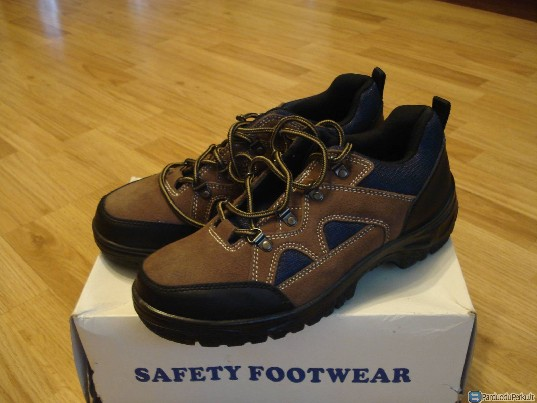 Safety footwear batai